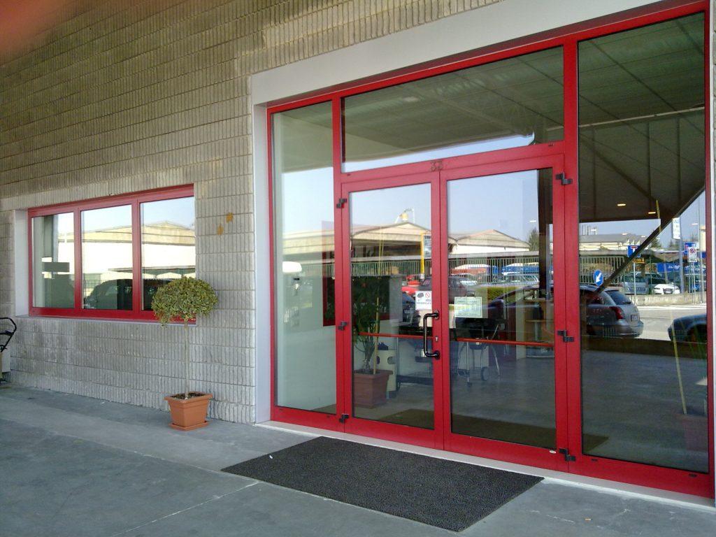 Vetrine negozi euroser serramenti e infissi vicenza for Negozi arredamento vicenza