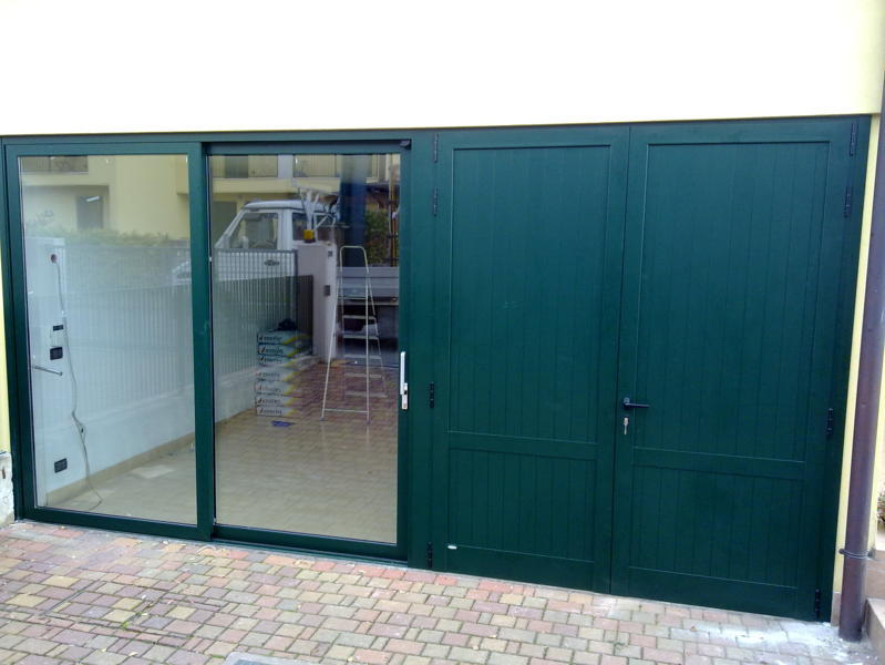 Porte scorrevoli interne esterne euroser serramenti - Porta garage scorrevole ...